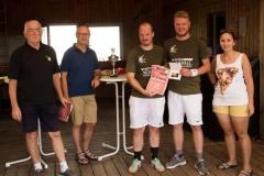 """v.l.n.r. Vorstand Hermann Bäuerle, Bürgermeister Edwin Hahn, """"Die Jäger"""" und Sportwartin Judith Wiedenhöfer"""